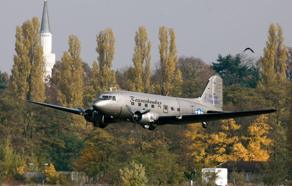 A so-called 'Candy Bomber' DC-3 transport aircraft